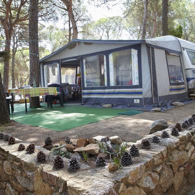 Parcela con terraza del Camping Interpals