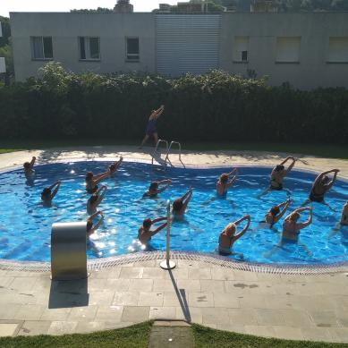 Ball a la piscina d'Interpals
