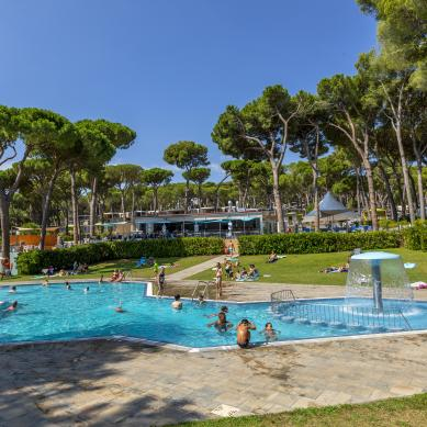 Piscina del Camping & Bungalows Interpals