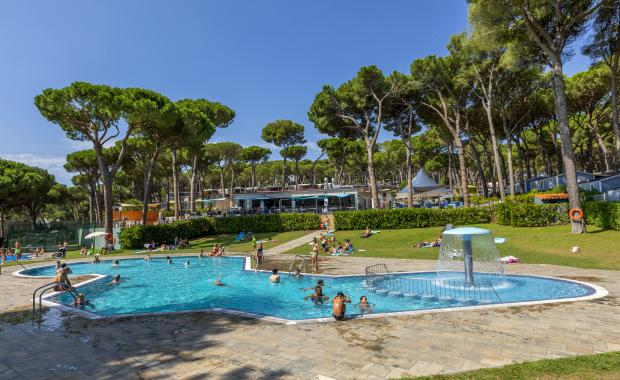 Outdoor pool at Camping Interpals