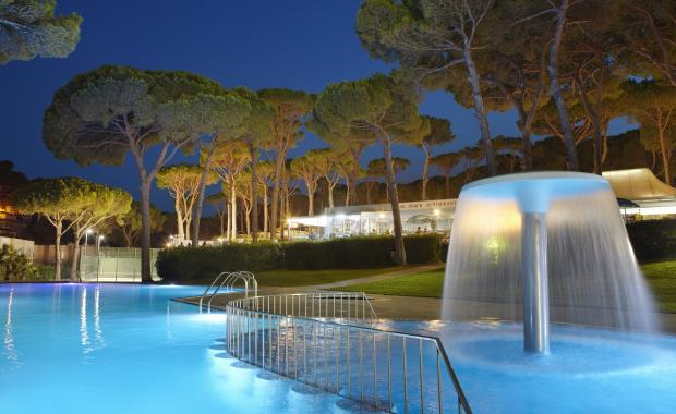 Outdoor swimming pool with night lighting at Camping Bungalows Interpals, Costa Brava