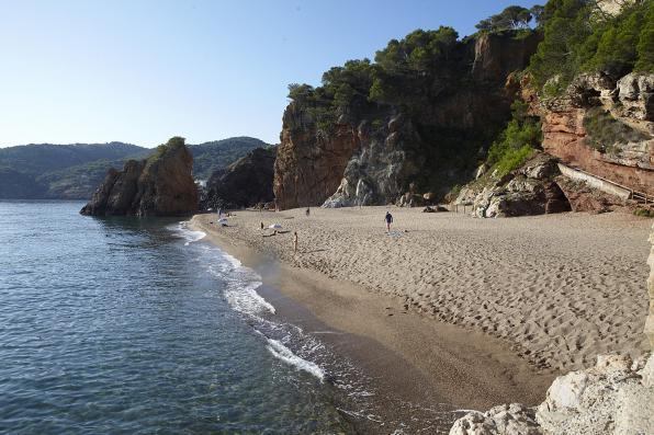Rustige en begroeide stranden van Pals