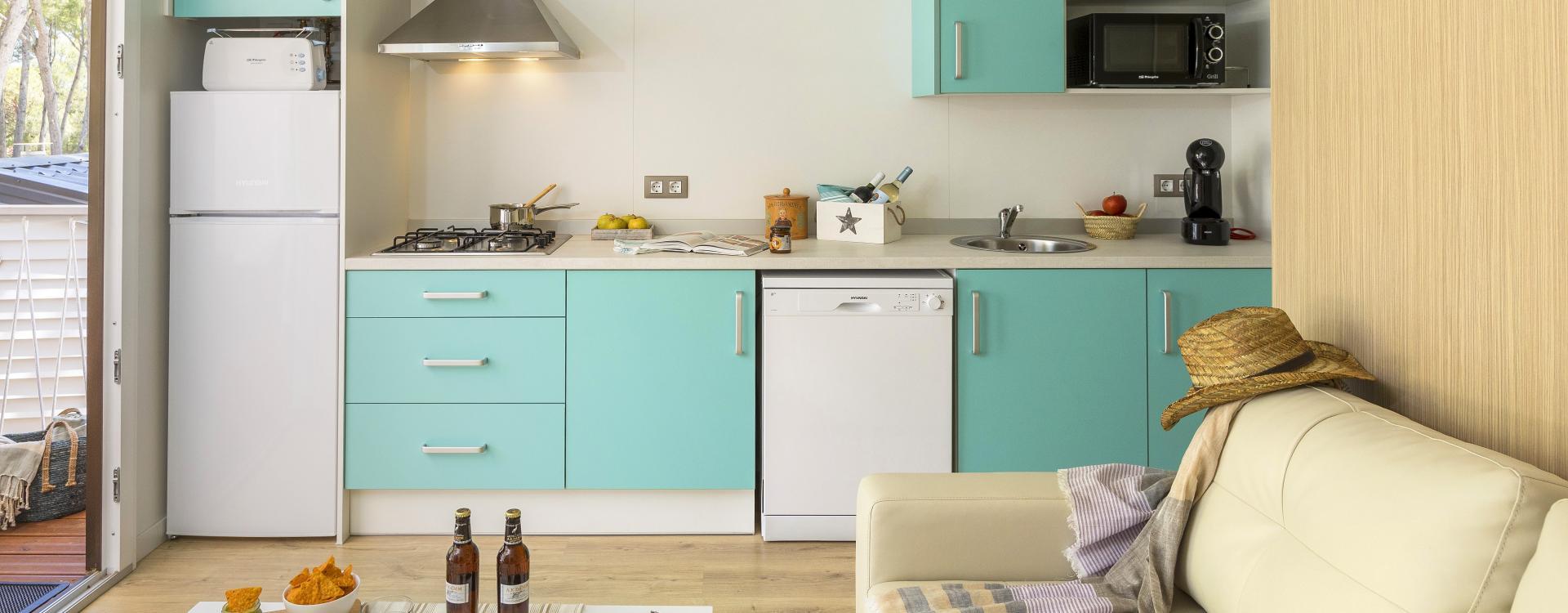 Blauwe keuken van bungalow Sa Tuna