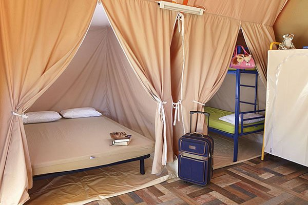 Luxe tent interieur van Camping & Bungalows Interpals