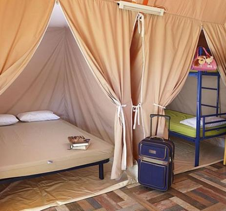 Interior tenda de luxe del Camping & Bungalows Interpals
